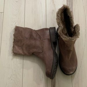 Candies faux fur lined boots with buttons size 8.5 for fall or winter